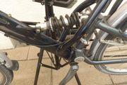 Trekking Bike vollgefedert mit Montageständer