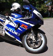 Schöne Suzuki GSX-R 750ccm wenig