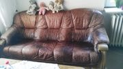 Couchgarnitur und Tisch