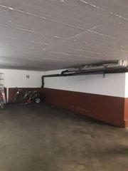 Parkplatz in Garage Stellplatz zu