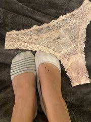 Getragene Slips und Socken zu
