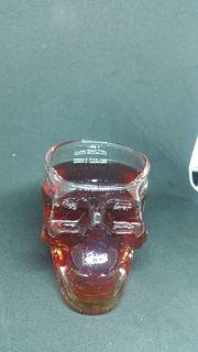 Skelett Flasche und Gläser Neu