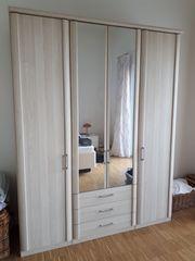 Kleiderschrank 4-türig mit Spiegel Edelesche Imitat