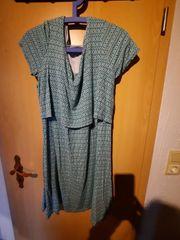 Grün gemustertes Kleid