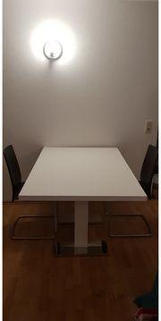 Tisch mit 3 Stühlen