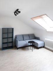Helle möblierte Dachgeschoss Wohnung