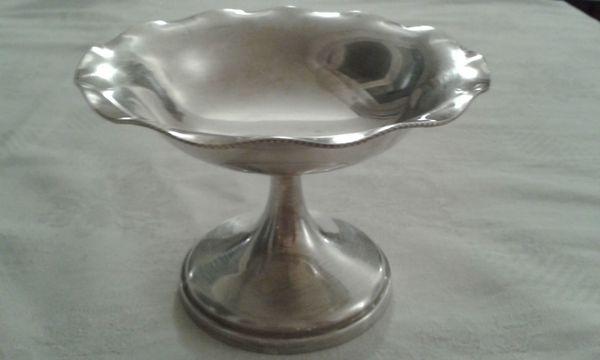 Antike Schale mit Perlenrand