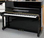 Klavier Yamaha MC301 schwarz poliert