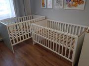 2 Babybetten mit Umbauseiten