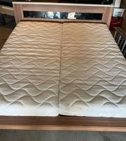Bett Massiv mit Matratzen muss