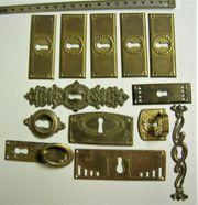 13 Schlüsselbleche antik massiv aus