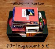 Zahlreiche Bücher im Karton