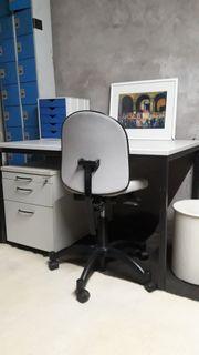 Schreibtisch Chefsessel Aktenschrank Büromöbel
