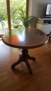 Schöner ovaler Tisch Biedermeier