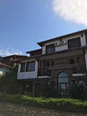 Voll möbliertes zweistöckiges Haus zum