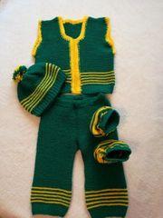 Handgestrickte Baby Kleidung