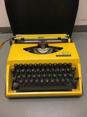 Schreibmaschine Triumph Tippa mit Schutzhülle
