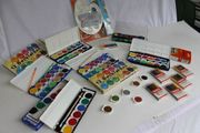 diverse Farbkasten Wasserfarbe Wachsmalstifte Pelikan