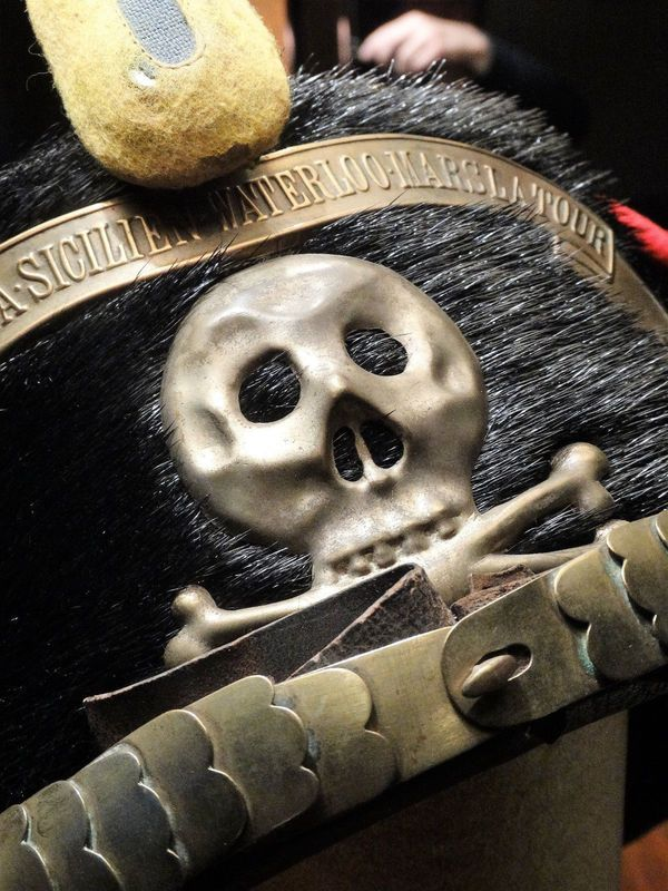 Husaren Pelzmütze mit Totenkopf Emblem