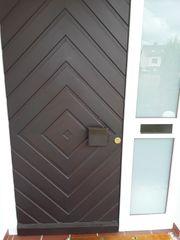 Haustür aus Holz sehr stabil