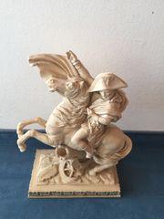 Standbild Reiterstandbild Büste Napoleon auf