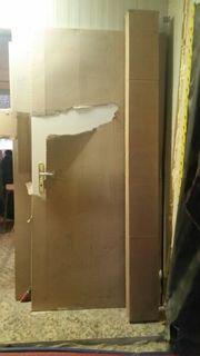Neu Tür aus weiß Holz