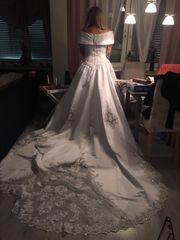 Brautkleid mit abnehmbare schleppe
