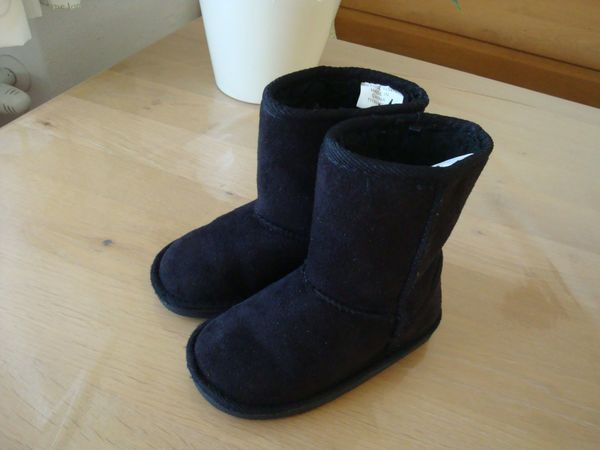 1 Paar schwarze Stiefel warm
