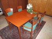 Ausziehbarer Tisch mit 4 Stühlen