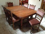 Holztisch mit 7 Stühlen