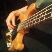 E-Bass sucht Band Musiker