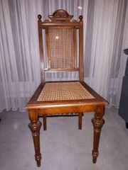 Schöner antiker Stuhl mit gut
