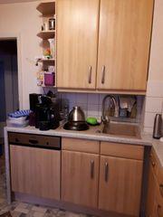 Küche Schränke und Elektrogeräte