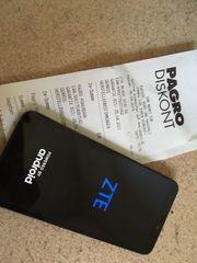 Handy ZTE Blade A530 mit
