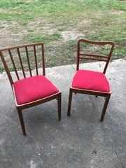 biete 2 ältere Stühle