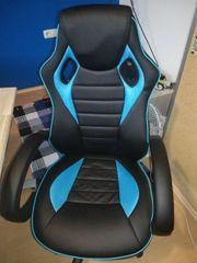 Schreibtisch mit PC - Sessel