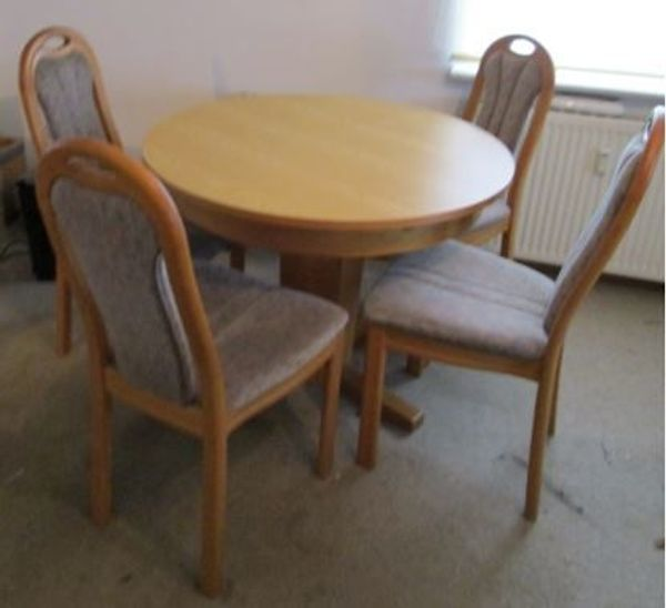 Runder Esstisch Mit 4 Stuhlen In Bonn Speisezimmer Essecken