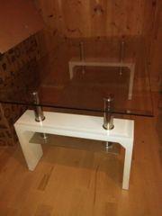 Schöner Glastisch fürs Wohnzimmer