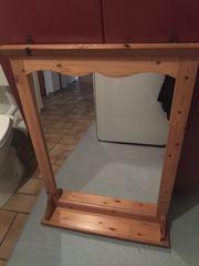 Schöner Spiegel aus Holz mit