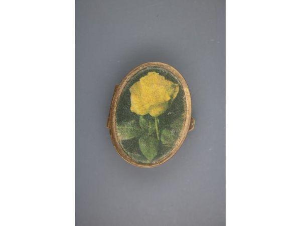 Dose mit gelber Rose