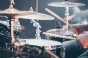 Professioneller Schlagzeugunterricht beim Schüler zuhause