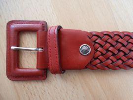 2 neue Gürtel schwarz rot: Kleinanzeigen aus Calw - Rubrik Damenbekleidung