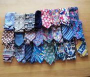 24 kunterbunte Krawatten