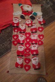 Weihnachtskalender in Rot mit Weihnachtsmann