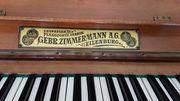 Schönes funktionstüchtiges Klavier