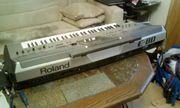 Roland E 80