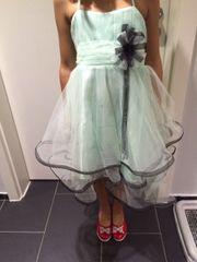 Kinder festlichen Kleid