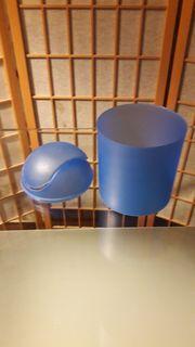blau Mini Plastikmülleimer Schwingdeckel kostenloser