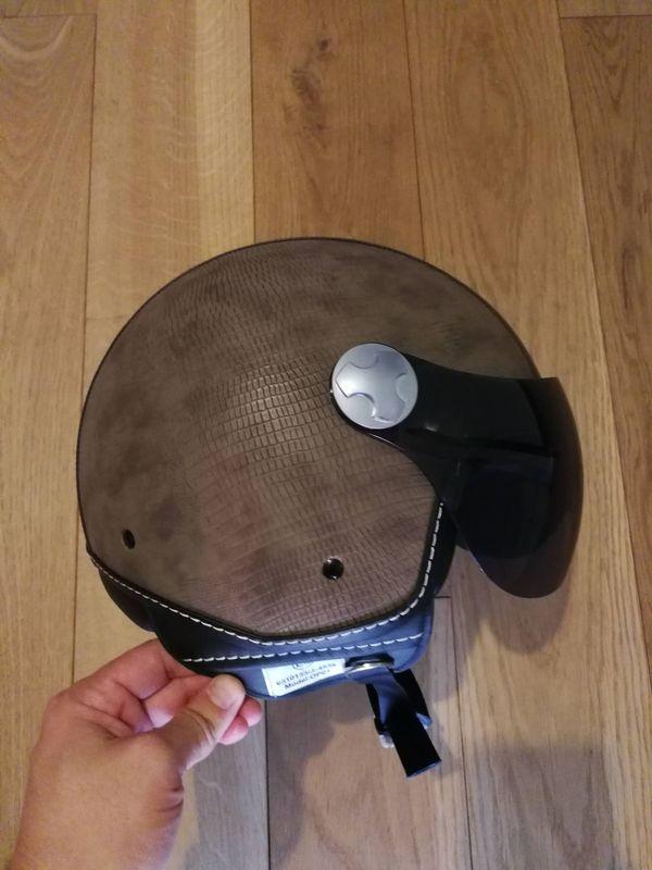 Moderner Motorrad Moped Helm