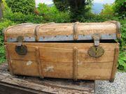 alte Schatzkiste Truhe aus Holz
